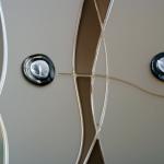 Detalle decorativo en cristal de puerta de paso. Colores optativos. Cordones de resina.