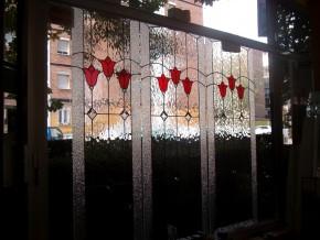 cristales vidrieras para su posterior instalación en puertas de madera