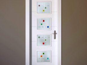 vidrios para puertas de cuarterones con detalles de color sobre fondo blanco mate