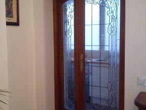 vidriera artesana Tiffany para puerta de interior. soldaduras finas, a gusto del cliente en medidas, colores y diseño.