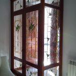 Cancela de entrada a casa con vidrieras artesanas con diseño personalizado a gusto del cliente.