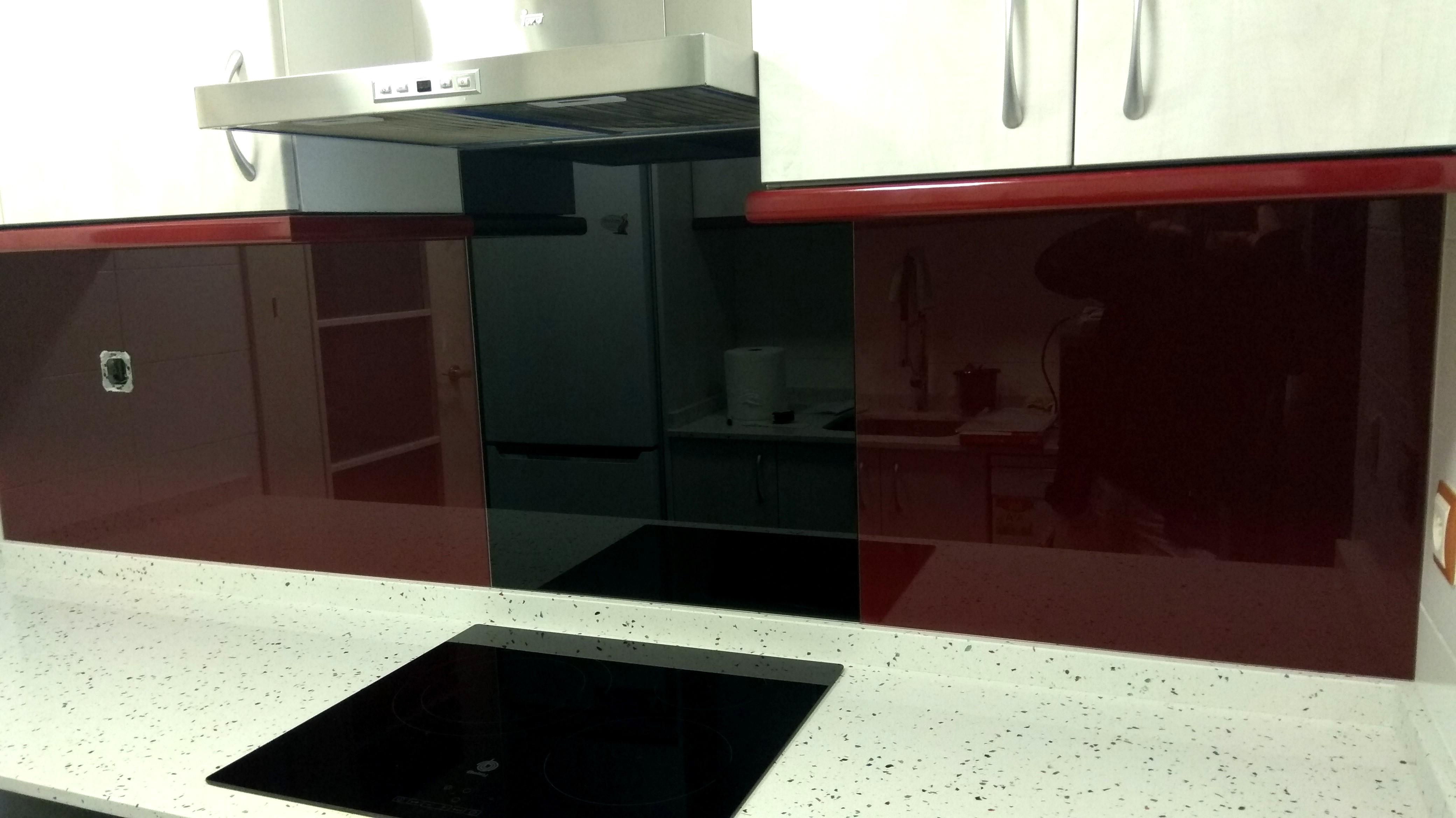 Cristales lacados para cocinas. Cambia el aspecto sin obras.
